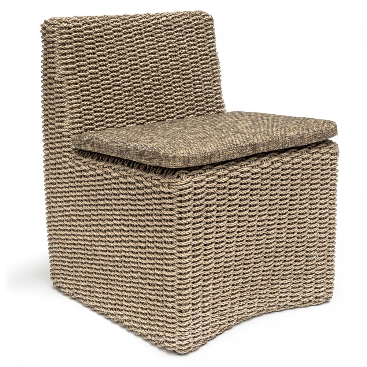 fauteuil en osier claire avec coussin